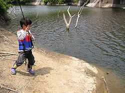 ダム湖のブラックバス釣り
