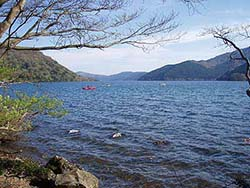 強風の芦ノ湖